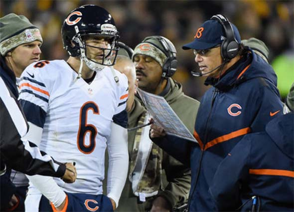 Bears - 14 | Packers - 55 : Jay Cutler converses with Mark Trestman
