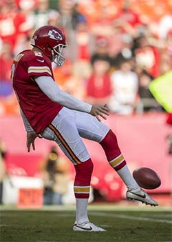 Dustin Colquitt rugby punt