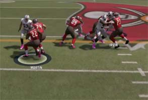 Madden NFL 17 - CPU runs into pulling guard