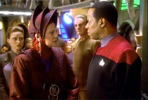 Star Trek Deep Space Nine - Winn confronts Sikso