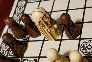 Hnefatafl - capturing king with 2 pieces