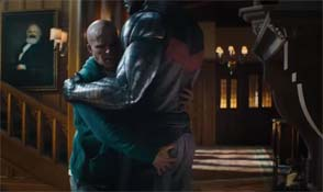 Deadpool 2 - hugging Colossus