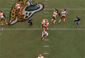 Madden 20 - guards running into each other