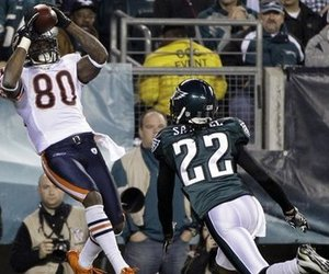 Bears 30, Eagles 24 - Earl Bennett has a breakout game.